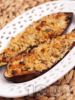 Пълнени вегетариански патладжани без месо с ориз, сушени кайсии и фъстъци печени на фурна - снимка на рецептата